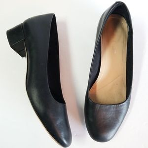 Clark's black leather block heel pumps